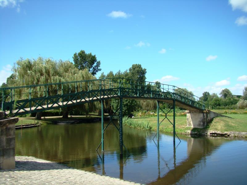 Le pont métallique du Grand Port du Vanneau